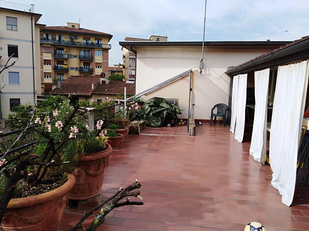 ISOLOTTO appartamento ULTIMO piano con dependance e terrazzo abitabile