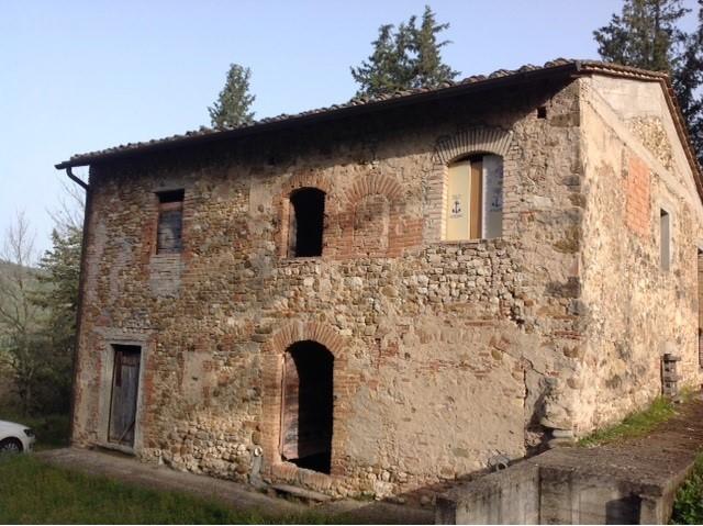 ex FIENILE in posizione collinare in località Bargino-S.Casciano V.Pesa