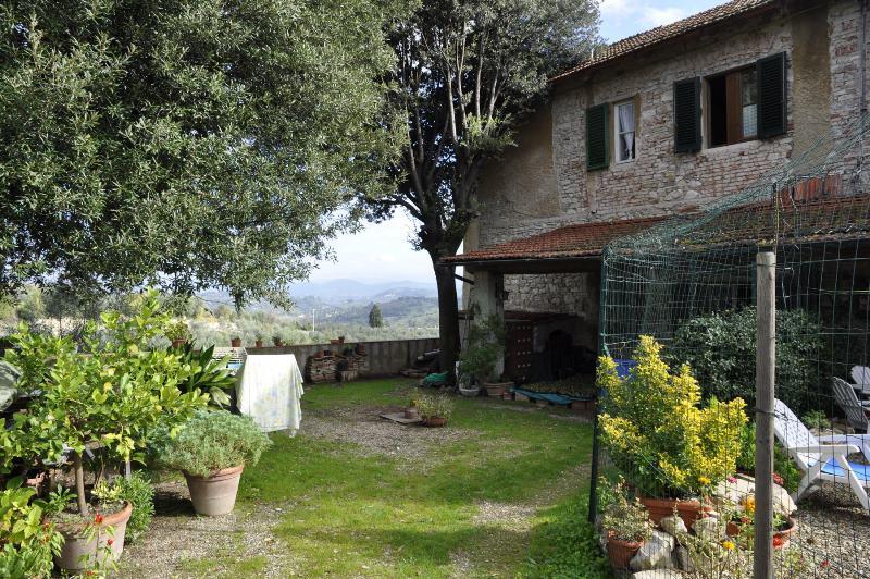 Colline di Giogoli, Galluzzo, a soli 2 km. dalla piazza, vendesi terratetto mq.comm. 225 ca