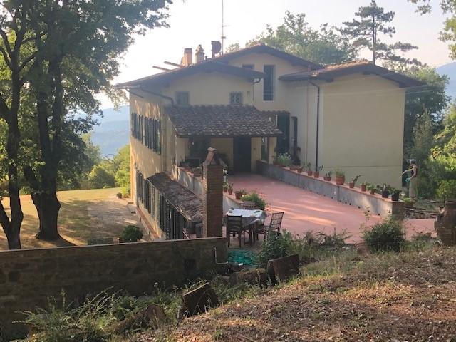 Fiesole 3,5 km dalla piazza –  appartamento in villa con giardino e terrazzo