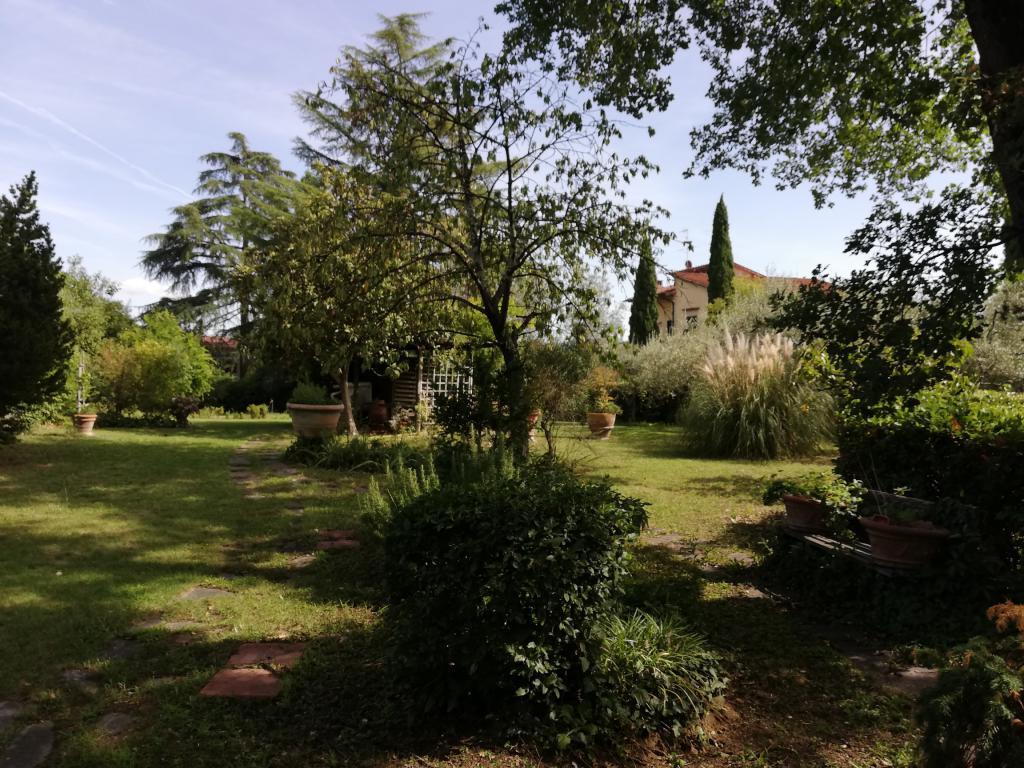 SAN GAGGIO appartamento 5 vani con posto auto e giardino