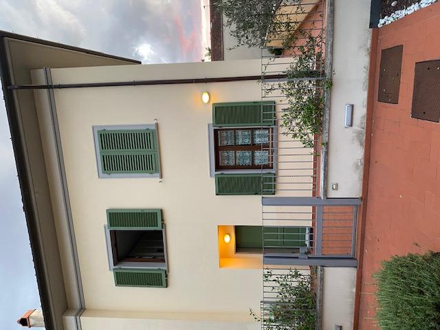 Colonnata terratetto 5 vani con giardino e garage doppio