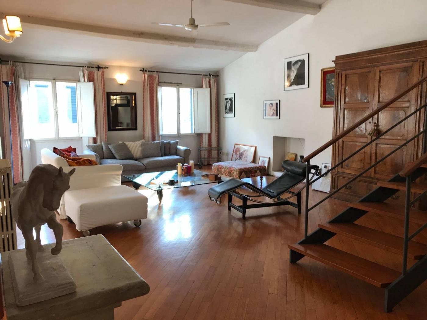 via Guelfa appartamento mq. 200 ca su due livelli